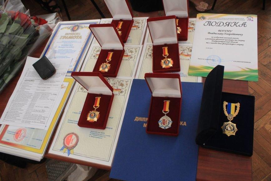 Днепродзержинских спортсменов поздравили с Днем физической культуры и спорта (фото) - фото 1