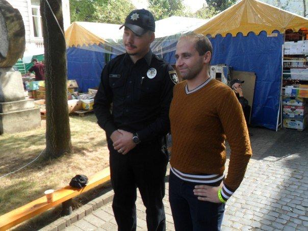 На Форум видавців завітав шеф патрульної поліції Львова, аби придбати книги (ФОТО+ВІДЕО) (фото) - фото 1