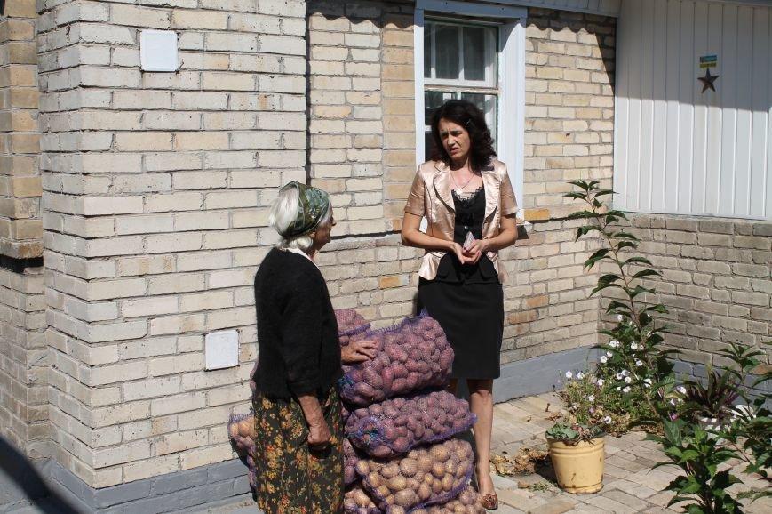 Мэр Артемовска сдержал свое слово перед часовоярской старушкой, фото-3