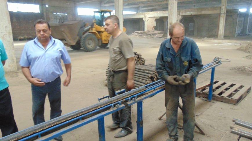 В Мариуполе начали производить топливные брикеты, чтобы снять нагрузку с мусорных свалок (ФОТО) (фото) - фото 5