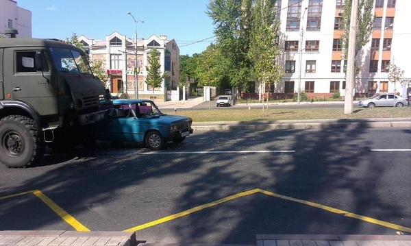 Боевики в Донецке устроили очередное ДТП (ФОТО) (фото) - фото 2