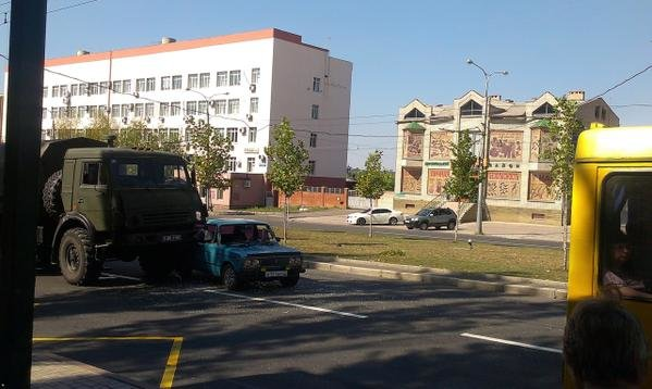 Боевики в Донецке устроили очередное ДТП (ФОТО) (фото) - фото 1