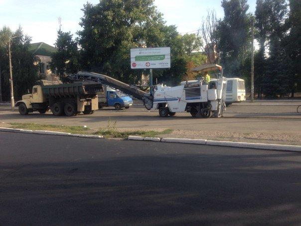 В Красноармейске продолжают ремонт дорог: работают в районе железнодорожного вокзала (фото) - фото 1
