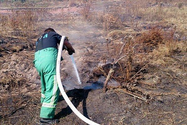 На Тернопільщині через пожежу торфу може вибухнути газопровід (фото) (фото) - фото 1