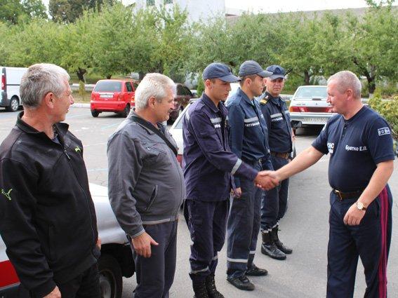 Після майже двомісячного перебування в зоні АТО шестеро рятувальників знову у рідному Хмельницькому, фото-1