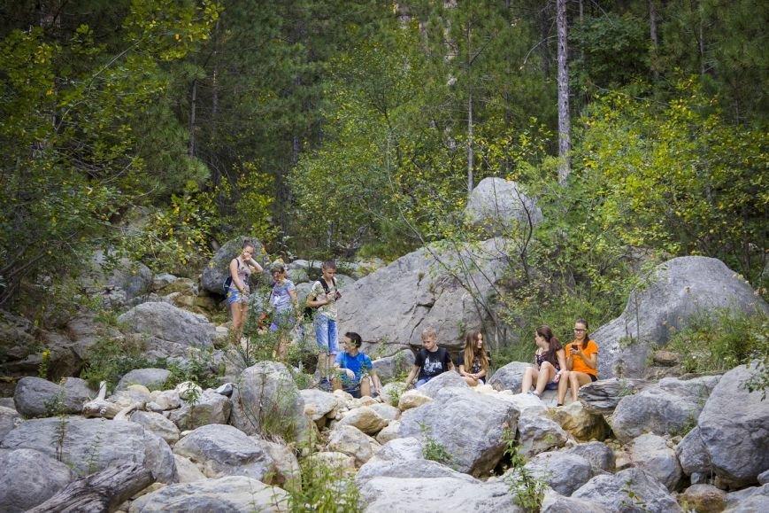 В лесу мусор не растет - ялтинским школьникам провели экологический урок, фото-2
