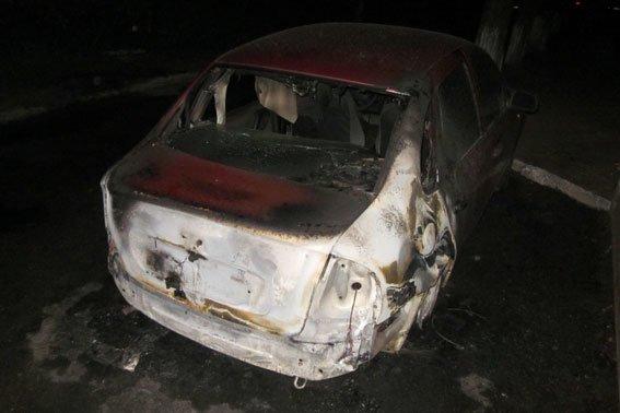 Правоохоронці Полтавщини розслідують факт підпалу автомобілів. Фото (фото) - фото 1