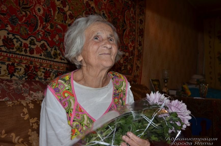 Ялтинка Татьяна Гончаренко отметила 90-летний юбилей (6)