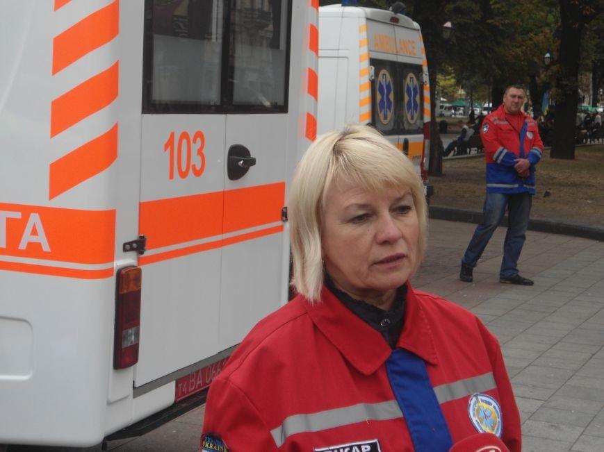 У центрі Львова навчали мешканців, як надати невідкладну медичну допомогу (ФОТО) (фото) - фото 1