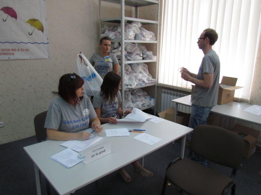 В Мариуполе ООН передала подарки детям из малообеспеченных семей (ФОТО), фото-3
