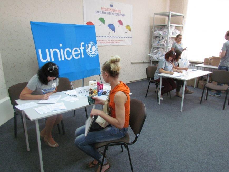 В Мариуполе ООН передала подарки детям из малообеспеченных семей (ФОТО), фото-1