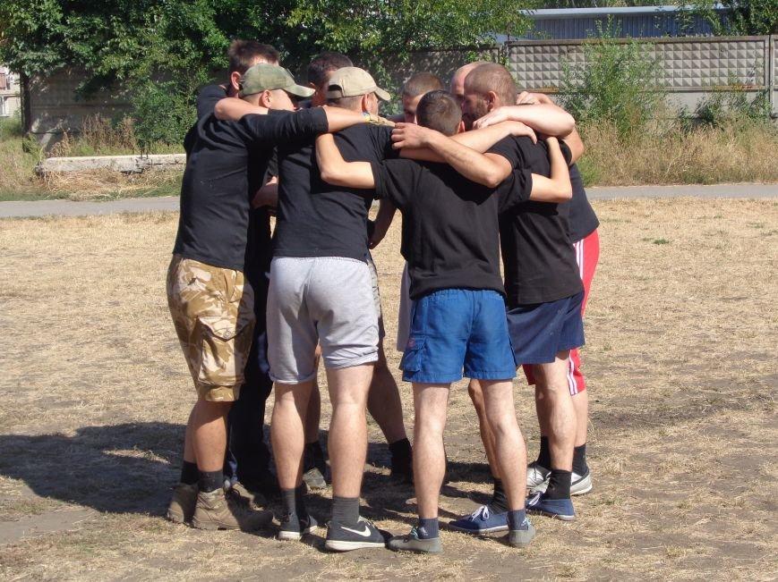 Футбольный дебют: полк «Днепр-1» впервые сыграл с учащимися ОШ №2 Красноармейска (фото) - фото 1