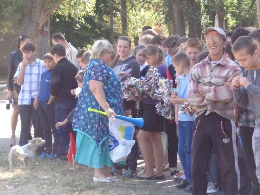 Футбольный дебют: полк «Днепр-1» впервые сыграл с учащимися ОШ №2 Красноармейска (фото) - фото 2