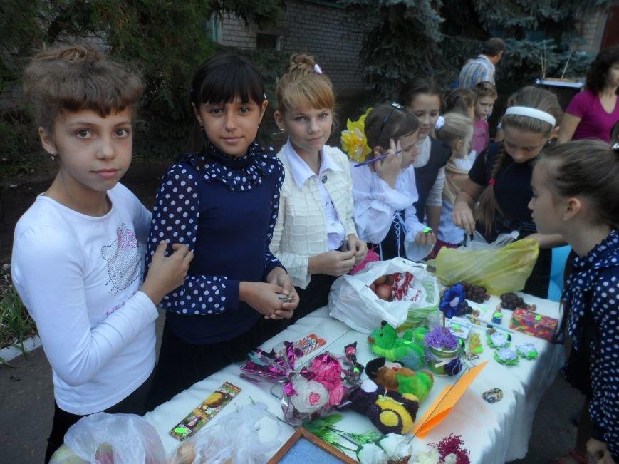 В Соледаре дети провели благотворительную ярмарку, фото-1