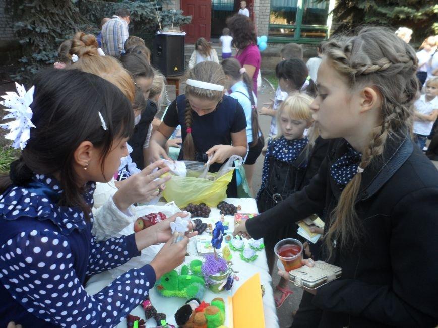 В Соледаре дети провели благотворительную ярмарку, фото-2