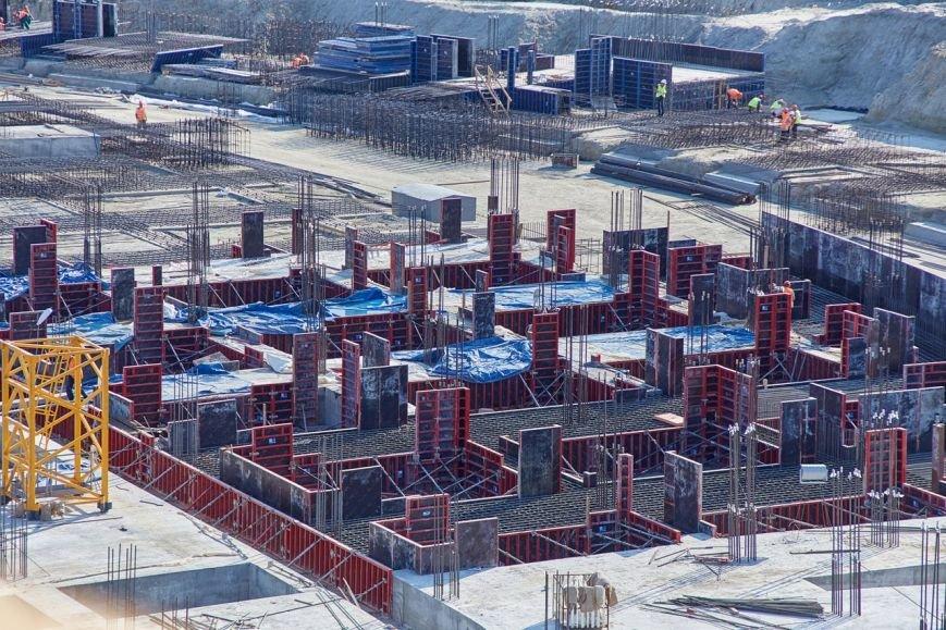 На будущем Волгоградском стадионе началось возведение вертикальных конструкций (фото) - фото 1