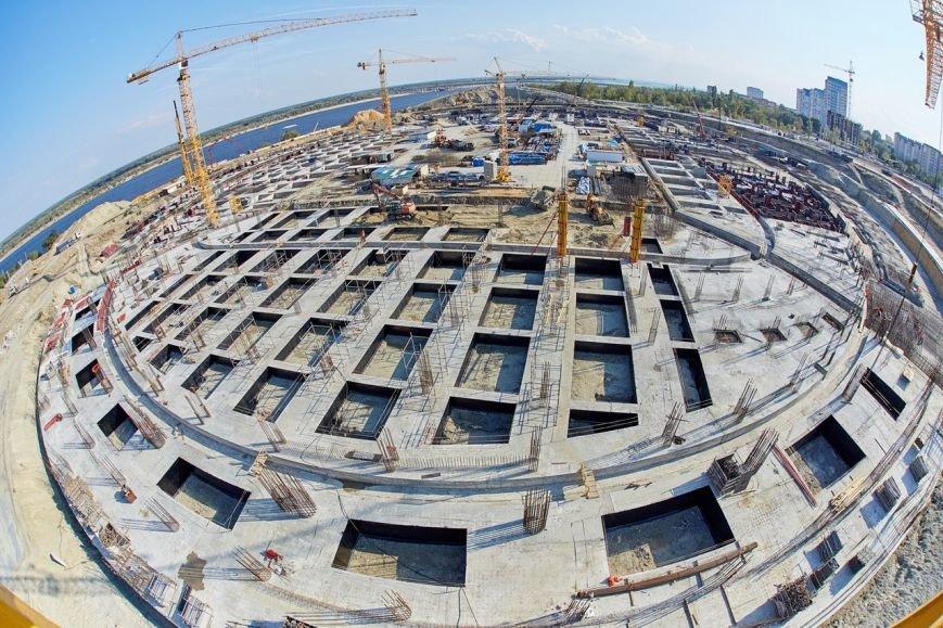 На будущем Волгоградском стадионе началось возведение вертикальных конструкций (фото) - фото 4