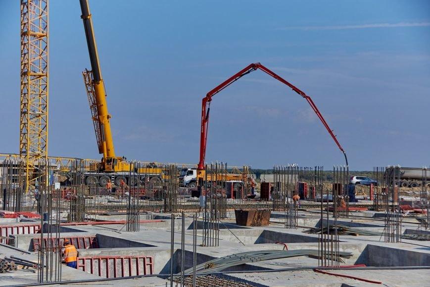 На будущем Волгоградском стадионе началось возведение вертикальных конструкций (фото) - фото 2