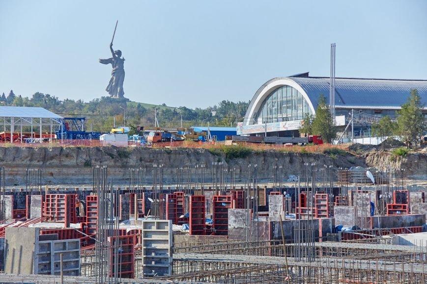На будущем Волгоградском стадионе началось возведение вертикальных конструкций (фото) - фото 3