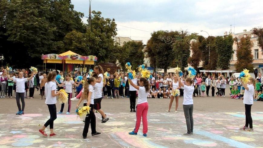 До Дня фізичної культури для хмельницьких школярів влаштували змагання в самому центрі міста (Фото) (фото) - фото 1