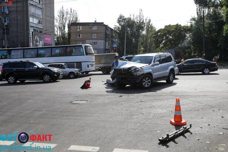 Авария в центре Запорожья: иномарка врезалась в киоск (ФОТО) (фото) - фото 2