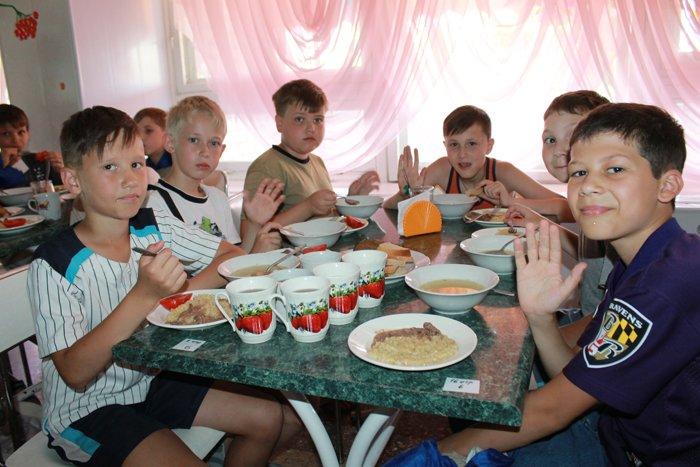 В «УОПТ» считают, что от качественного питания зависит успеваемость школьников (фото) - фото 1