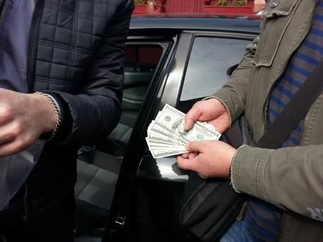 СБУ: взятка для Артема Стаха – 100 тысяч гривен за торговые павильоны (фото) - фото 1