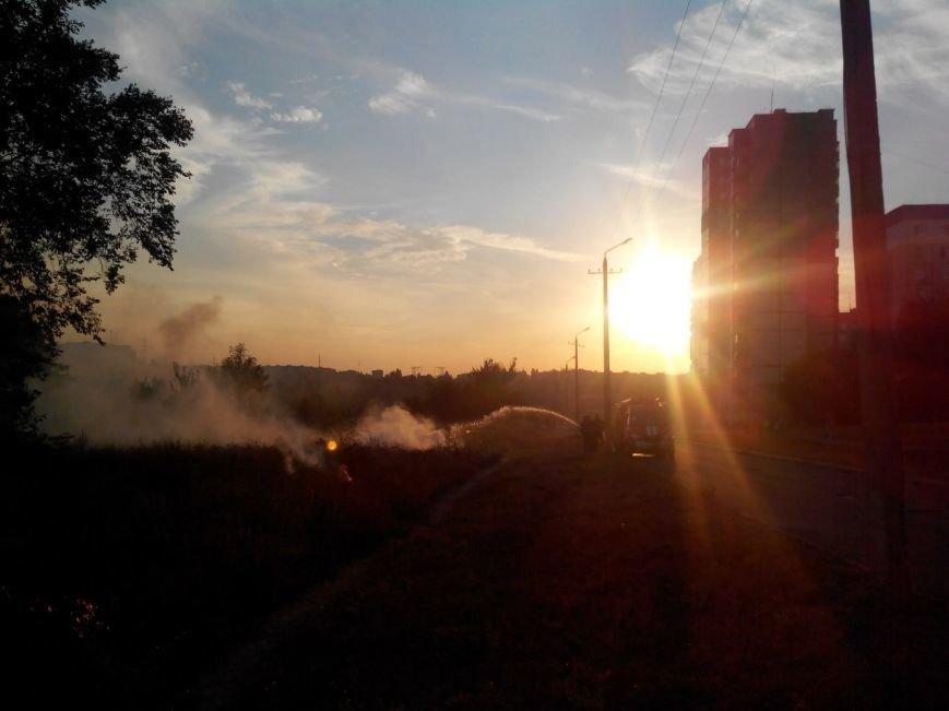 Криворожане на  Восточном задыхаются из-за горящего сухостоя (ФОТО), фото-7