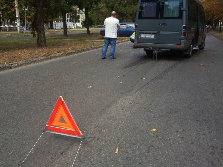 В Кривом Роге на «лежачем полицейском» маршрука влетела в «ВАЗ» (ФОТО) (фото) - фото 1