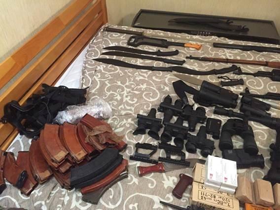 У группировки, готовившей заказные убийства в Киеве, изъяли арсенал оружия (ФОТО, ВИДЕО) (фото) - фото 3
