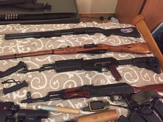У группировки, готовившей заказные убийства в Киеве, изъяли арсенал оружия (ФОТО, ВИДЕО) (фото) - фото 1