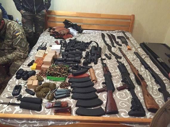У группировки, готовившей заказные убийства в Киеве, изъяли арсенал оружия (ФОТО, ВИДЕО) (фото) - фото 2