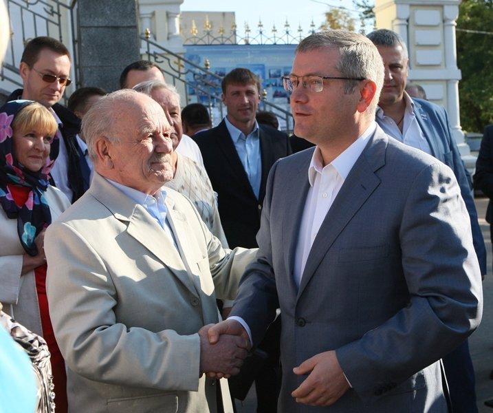 В День города в Днепропетровске прошел Крестный ход во имя мира и развития (ФОТО) (фото) - фото 1