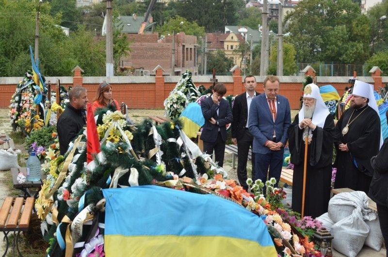 Патріарх Філарет помолився на Личаківському кладовищі за Новітніх Героїв України (фото) - фото 4