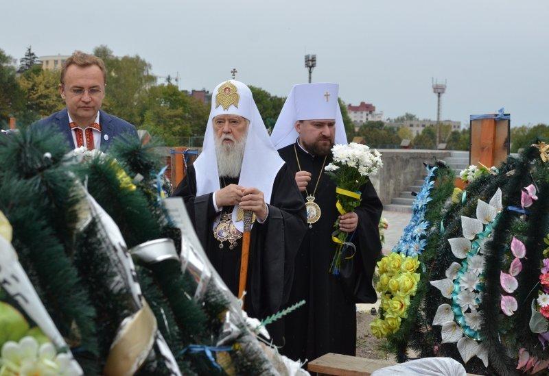 Патріарх Філарет помолився на Личаківському кладовищі за Новітніх Героїв України (фото) - фото 2