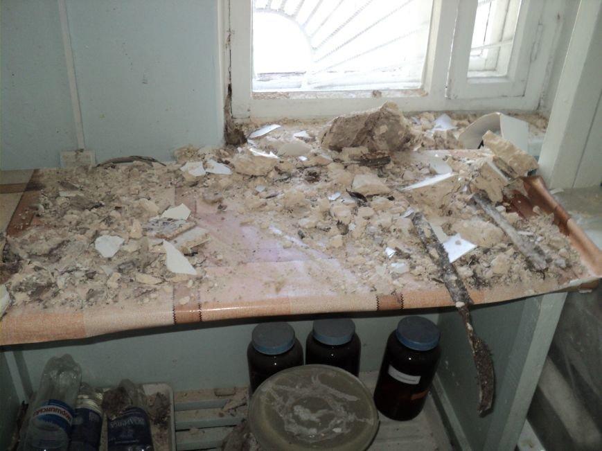 В Димитровской городской больнице обрушился потолок (фото) - фото 3