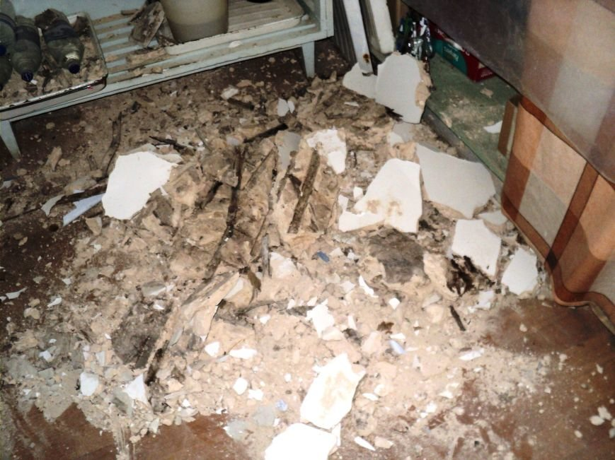 В Димитровской городской больнице обрушился потолок (фото) - фото 2