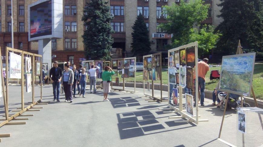 На День города днепропетровцы нарисовали самую большую картину в Украине (ФОТО) (фото) - фото 2