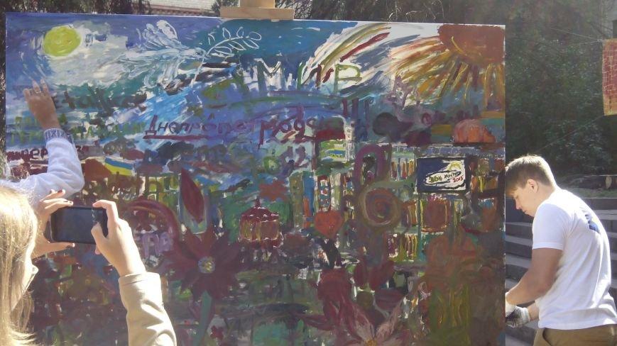 На День города днепропетровцы нарисовали самую большую картину в Украине (ФОТО) (фото) - фото 1
