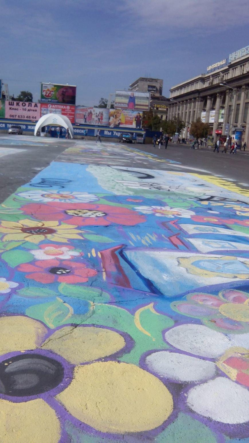 На День города днепропетровцы нарисовали самую большую картину в Украине (ФОТО) (фото) - фото 4
