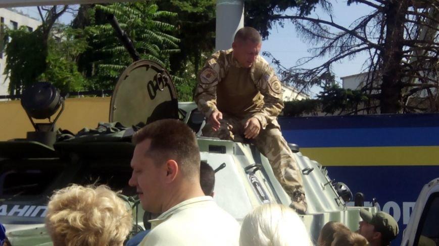 На День города днепропетровцы нарисовали самую большую картину в Украине (ФОТО) (фото) - фото 6