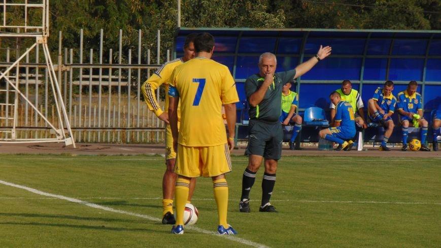 На стадионе «Западный»  в Мариуполе звезды футбола Украины встретились с командой пограничников зоны  АТО (ФОТОФАКТ) (фото) - фото 3
