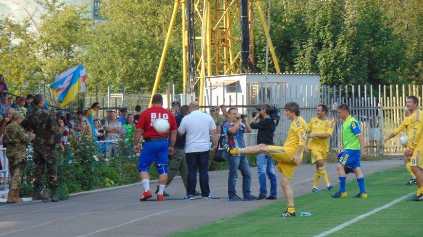 На стадионе «Западный»  в Мариуполе звезды футбола Украины встретились с командой пограничников зоны  АТО (ФОТОФАКТ) (фото) - фото 5