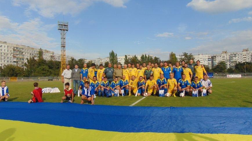 На стадионе «Западный»  в Мариуполе звезды футбола Украины встретились с командой пограничников зоны  АТО (ФОТОФАКТ) (фото) - фото 2