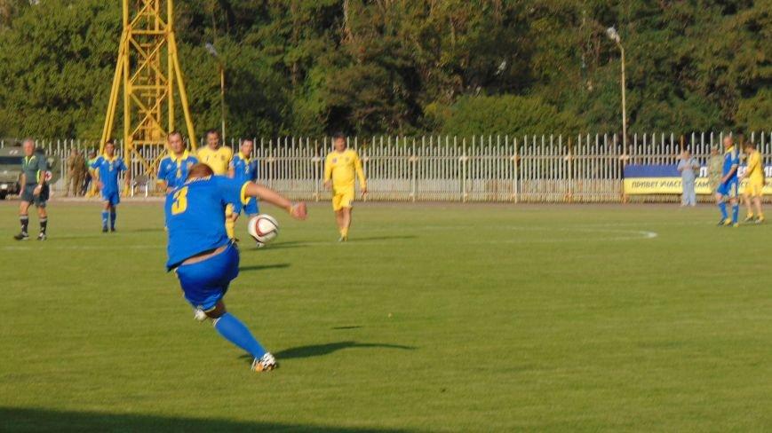 На стадионе «Западный»  в Мариуполе звезды футбола Украины встретились с командой пограничников зоны  АТО (ФОТОФАКТ) (фото) - фото 4