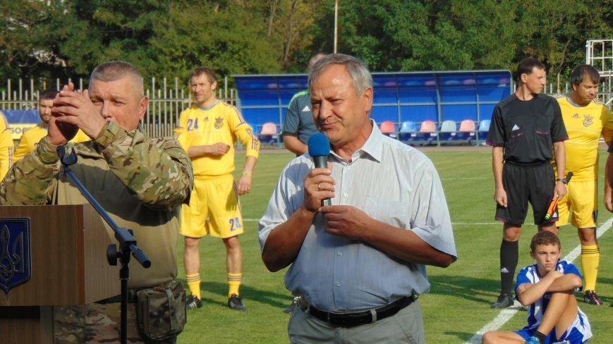 На стадионе «Западный»  в Мариуполе звезды футбола Украины встретились с командой пограничников зоны  АТО (ФОТОФАКТ) (фото) - фото 1