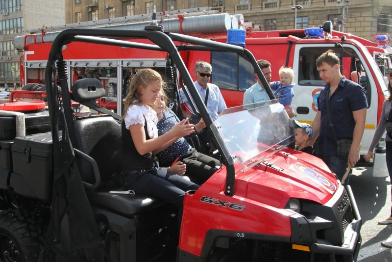 В День города в Волгограде прошла выставка спасательной техники, фото-4