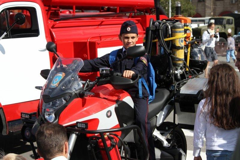 В День города в Волгограде прошла выставка спасательной техники, фото-1