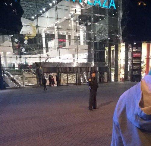 В Киеве эвакуировали посетителей ТРЦ Ocean Plaza (ФОТО, ВИДЕО) (фото) - фото 4