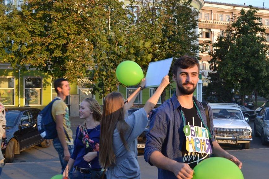 На улицах Кривого Рога предлагают обниматься всем желающим (ФОТО), фото-9